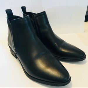 Dolce Vita Black Leather Ankle Booties
